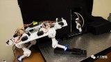 研究人员已经研发出一种可以自学走路的机器腿