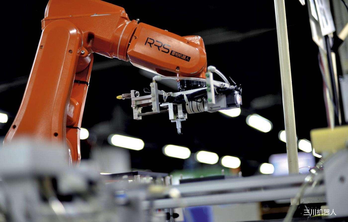 我国工业机器人迅速增长 深度融入制造业