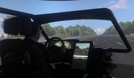 高保真Cruden驾驶模拟器利用基于动作的系统 研究自动驾驶系统