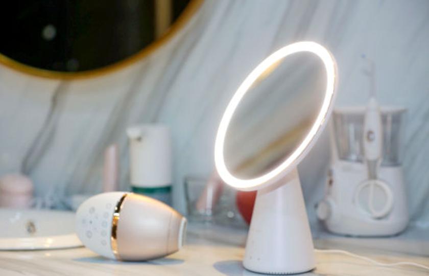 """天猫精灵推出智能美妆镜  让每个人都拥有一面属于自己的""""魔镜"""""""