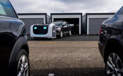 """Stanley Robotics推出""""代客泊车机..."""