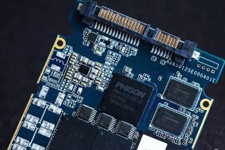 紫光国产SSD硬盘或将上市 P/E次数可达1500次