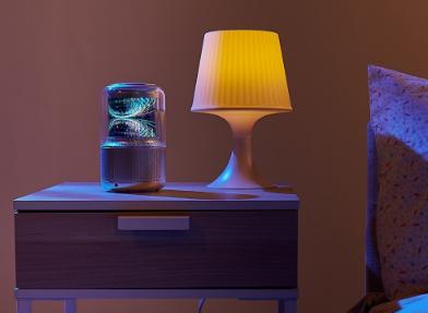 360首次将智能音箱与柔性屏相结合 给人十足的科...