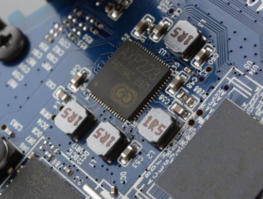 高通推出QCS400系列qy88千赢国际娱乐音频芯片 主要用于qy88千赢国际娱乐音箱和显示器