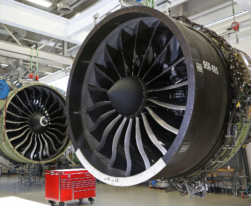 GE航空集团推出的GE90发动机比上一代发动机的燃油效率提高了15%