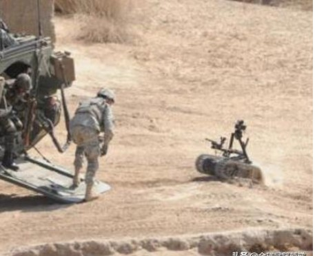"""""""魔爪""""的智能战场机器人 持枪扫射美军士兵,现场..."""