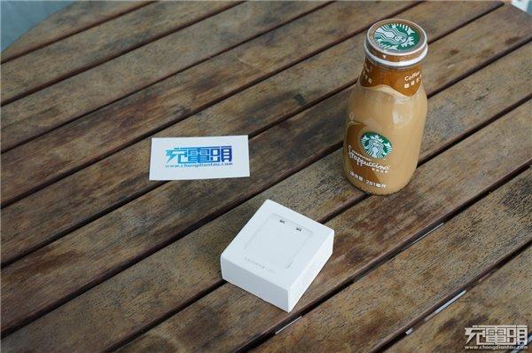 小米双口USB充电器拆解 均不能快充的设计有点非主流的感觉