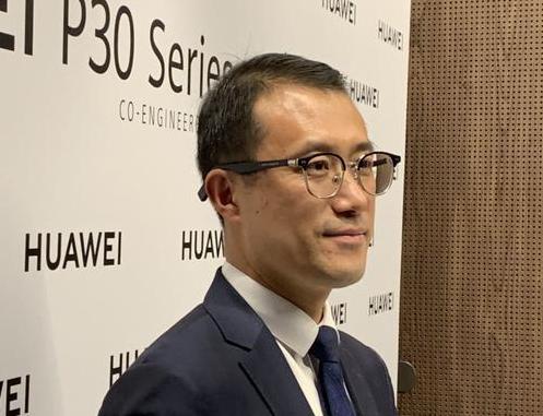 华为P30系列旗舰手机采用潜望式摄像头主打拍照用...