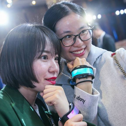 努比亚阿尔法在北京正式发布了首款腕机