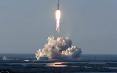 SpaceX重型猎鹰首次商业发射升空 以色列首枚月球探测器坠毁
