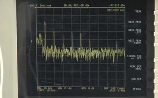 当采用5A负载时LTM8028输出噪声频谱分析