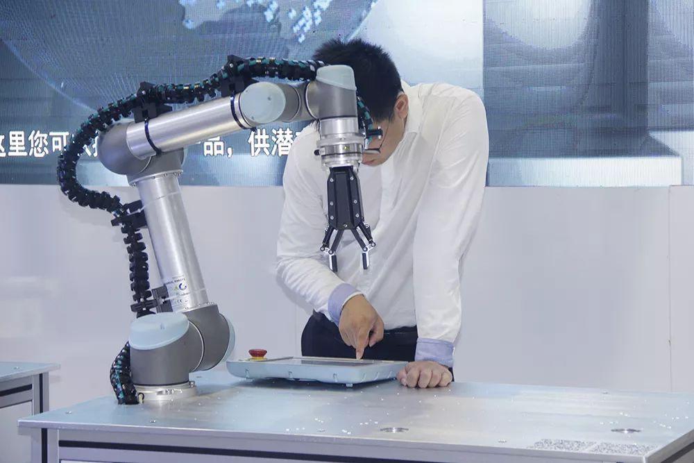 新的职业:工业机器人系统操作员