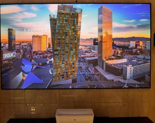 明基激光电视i950l解决大客厅空洞感 呵护家人...