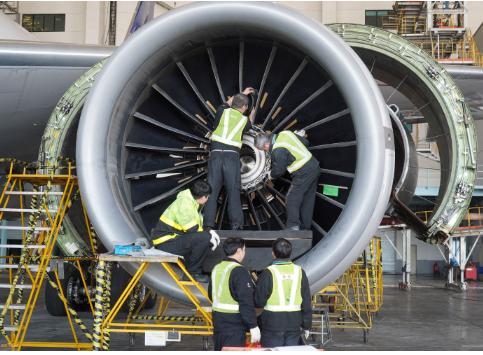 浦东维修基地正式完成了美联航B-777飞机的换发工作