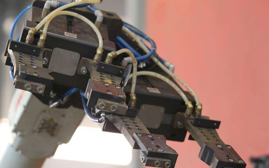 晶澳太阳能:国产机器人为其投资扩产添砖加瓦