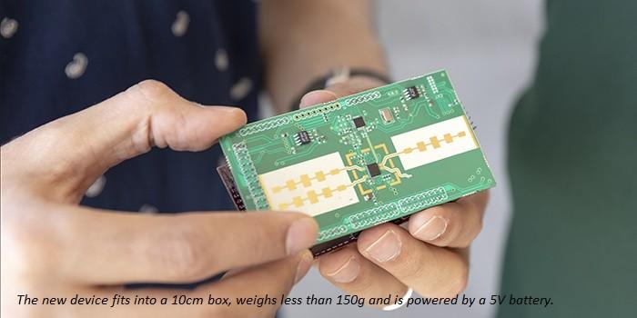 该设备安装在一个10厘米的盒子里,重量不到150克,由5V电池供电