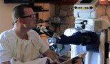 人形机器人走进医院助力残障人士,患者感叹:十多年来头一次自己刮胡子
