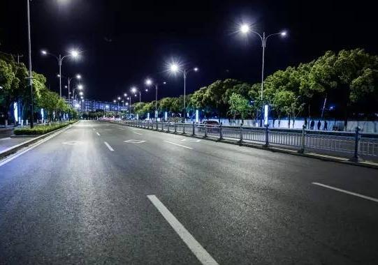 2026年全球智能路燈年收入將增長至17億美元