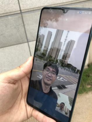 江西移动携手华为在南昌VR产业园打通了省内首个5G高清语音电话