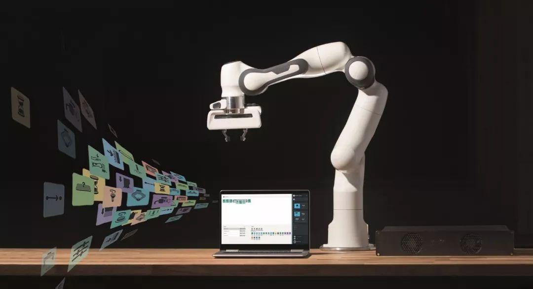 """以""""机器智联,赋能万物""""为主题第六届中国机器人峰会暨智能经济人才峰会"""