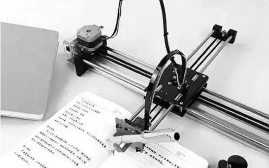 机器人发达的今天可以帮小孩子写作业,弊端初漏