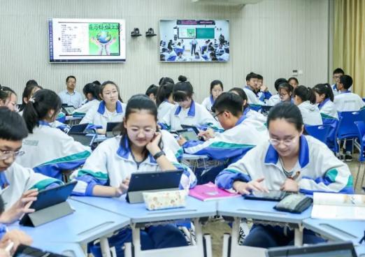 """趁教育信息化的""""東風"""" AI+教育已經成為時下最火的組合之一"""