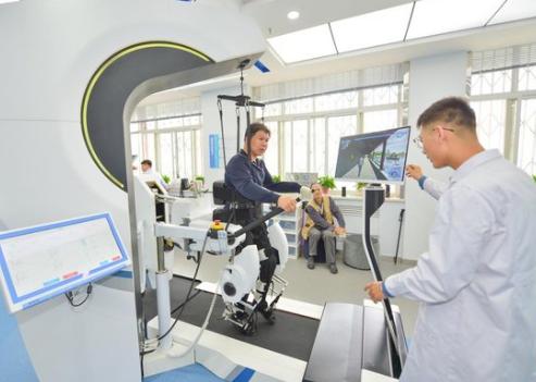 AI机器人携手康复治疗 社会需求是康复机器人发展...