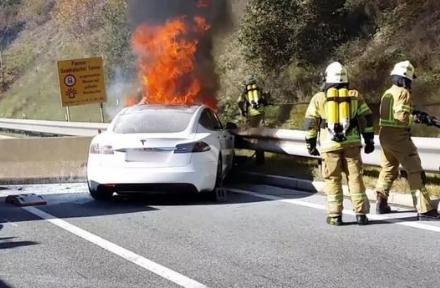 新能源汽车电池车企走到了风口浪尖 加速了动力电池企业的死亡