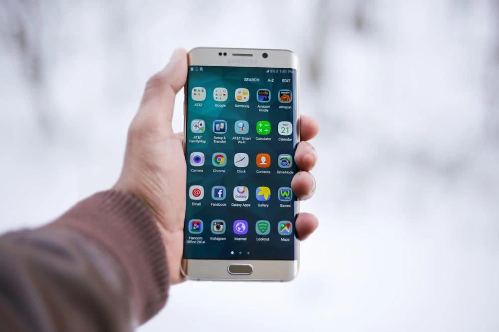 国产手机十年厮杀过后,为何只剩华为带着小米OV?