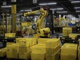 电商亚马逊公司正在推出能够自动打包订购商品的机器,从而解放数千名员工