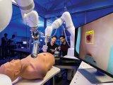 救护车配备通过机器学习增强的医疗机器人,以帮助创...