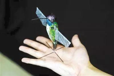 微型蜂鸟机器人靠AI算法飞行