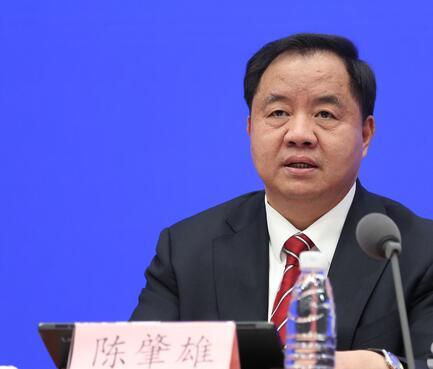 工信部副部长陈肇雄表示实现携号转网还要解决两个方面的问题