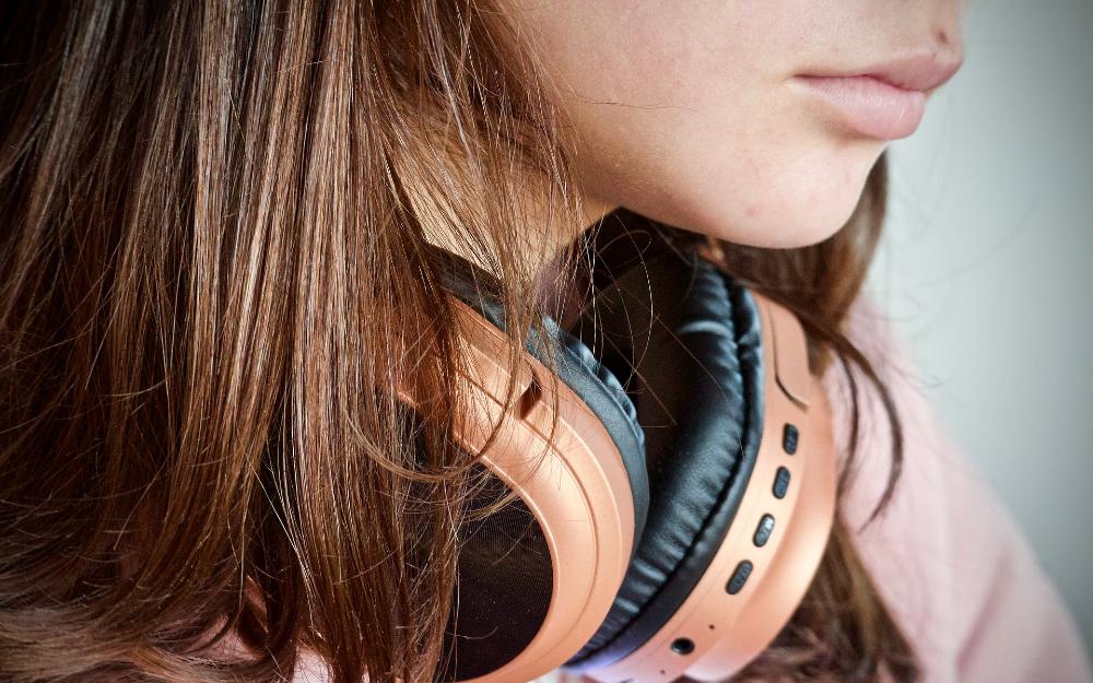 主动降噪、智能语音?#25442;ァ?#38899;质提升等智能化成无线耳机未来发展趋势