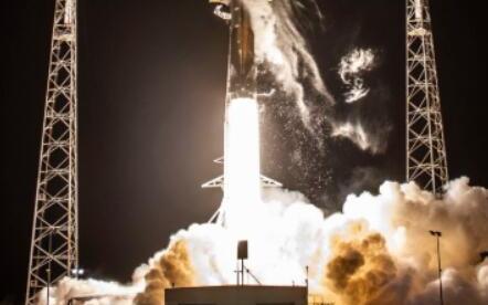 星链计划再下一程 Space X首批60颗星链卫星部署成功