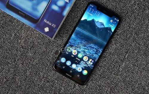诺基亚X5拆解 延续了诺基亚手机一贯的扎实做工风格