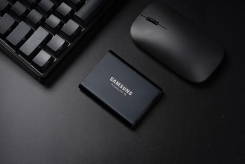 三星T5移动固态硬盘评测 体积小巧轻薄方便携带