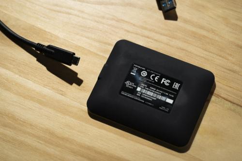 东芝XS700移动固态硬盘评测 适合有大容量存储需求的商务人士