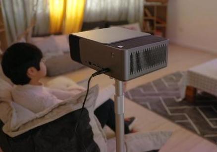 投影仪与电视之间还存有一定差距 短时间内不太可能...