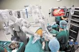 """不戴眼镜医生看""""3D""""做手术"""