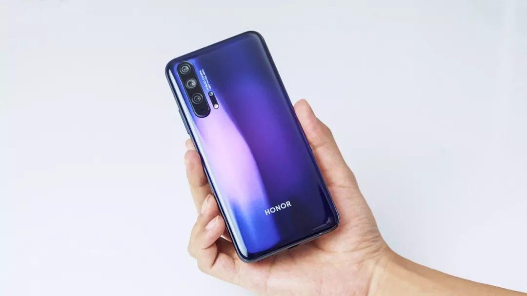 年度最强荣耀手机体验 背面采用双层膜片工艺的3D玻璃