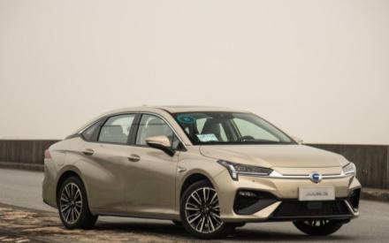 买电动汽车造车新势力与传统车企选谁更合适
