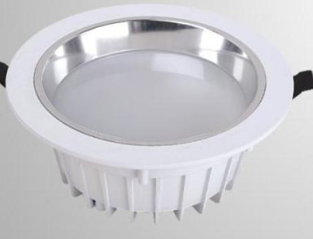 5种室内LED照明灯具的散热器对比