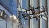 拉脱维亚提供新思路 用无人机来代替蜘蛛人擦玻璃幕...