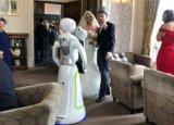 传统婚礼摄影毫无新意 自拍机器人给你拍照