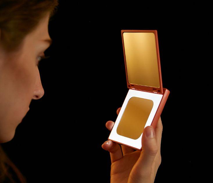 小米有品发布新品 是LED美妆镜也是移动电源