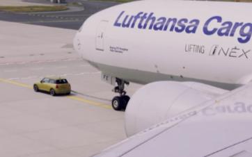 Mini新款电动汽车竟可以牵引一架波音777货机
