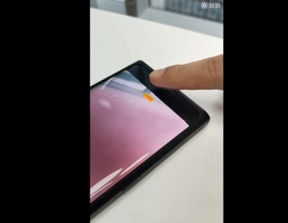 OPPO首款搭载屏下摄像头的新机曝光前置镜头放在了屏幕的下方