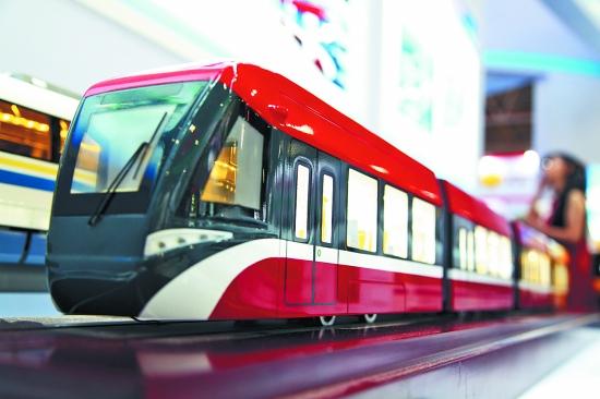 硬核轻轨车出口以色列 中国100%低地板列车首次...