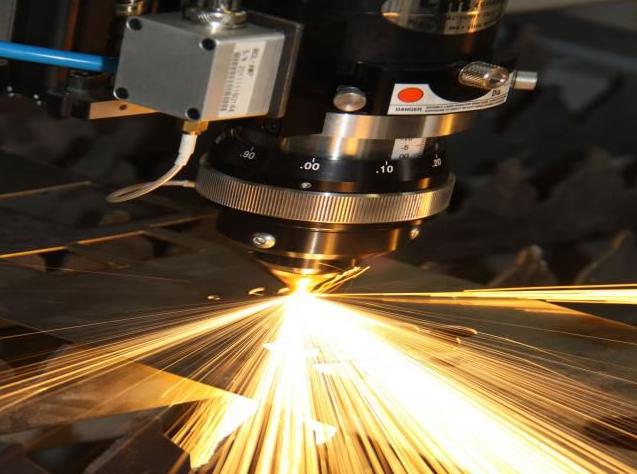 焊接机器人激光加工的原理
